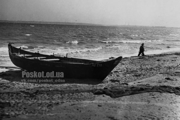 Берег Черного моря в р-не Лузановки. Одесса. А. Агапов. Июль 1957 г.