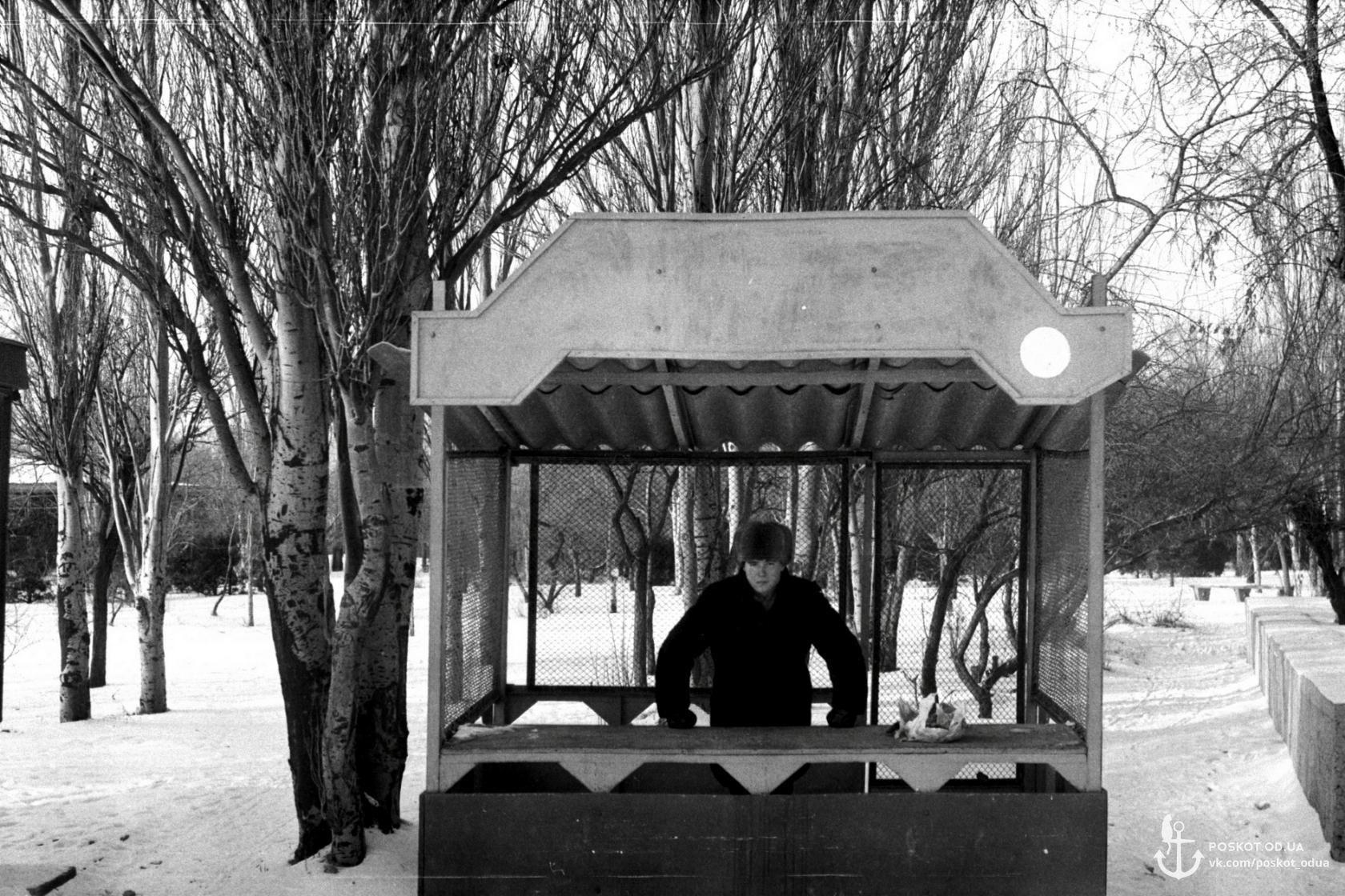 Лузановка будка справа от кассы где продавали билета на катера 1988