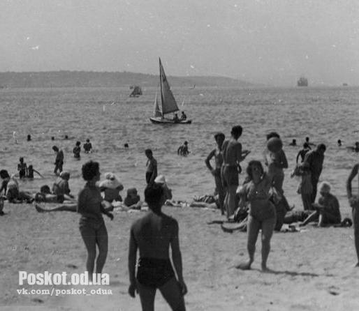 На пляже в Лузановке. Одесса. 1962 г. Одесса, С. Белозеров